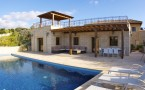 AH153V_Large pool deck, perfect for relaxing