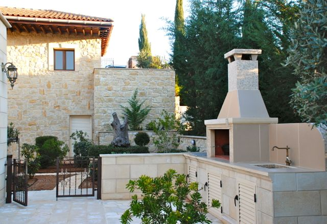 Villa Lelantos - Big BBQ area located next to the pretty courtyard