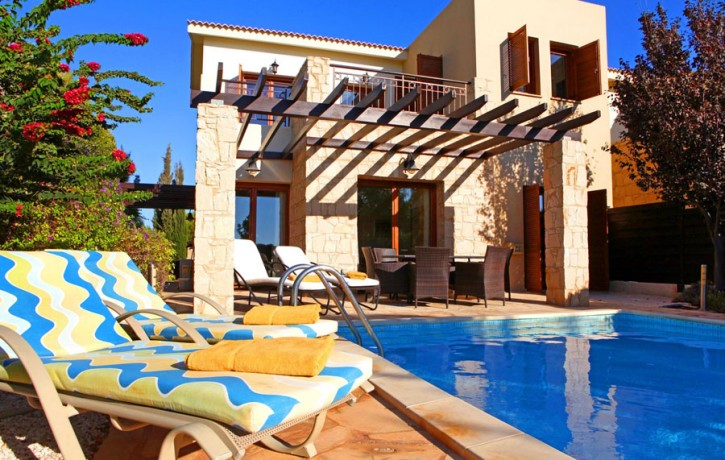 JUNIOR_VILLA__ForSale_GOLF_COURSE_AphroditeHills_SwimmingPoolTerrace