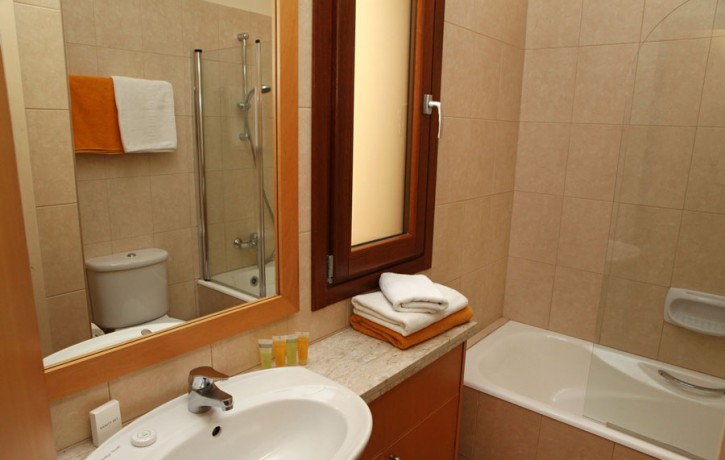 JUNIOR_VILLA__ForSale_GOLF_COURSE_AphroditeHills_bathroom